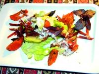 Салат с бастурмой и запеченными томатами